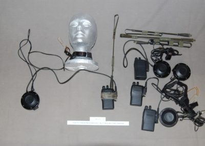 4+auto+throatmics+w+chest+button++military+radios+d1-11