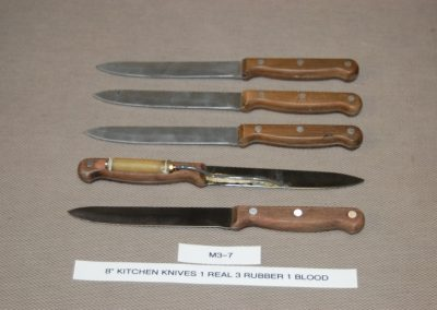 822+kitchen+knives+1+real+3+rubber+1+blood+m3-7