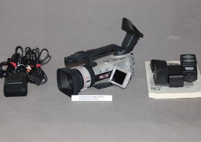 CANON GL2 CAMCORDER WITH SPOTLIGHT #120