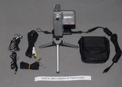 DIGITAL MINI CAMERA WITH TRIPOD #229
