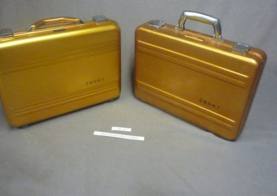 gold+suitcase+2+real+1+rubber+rs-18